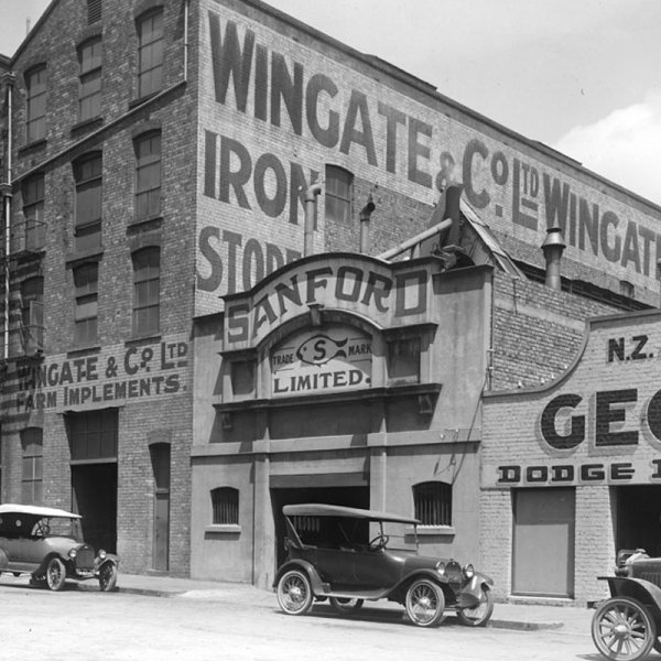 West side of Little Queen Street including Sanford Limited, 1922. Photo: Henry Winkelmann Image: Sir George Grey Special Collections, Auckland Libraries, 1-W1774B