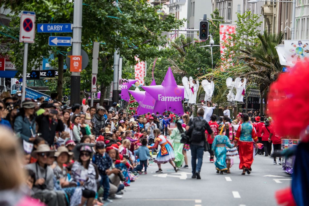 Farmers Santa Parade 2016 in Queen Street, Auckland's city centre. Image: Farmers Santa Parade